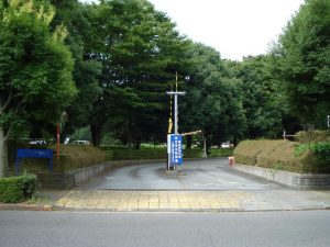 学生駐車場入口の様子